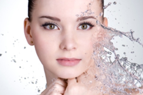 Intensyviai raminanti ir drėkinanti veido procedūra