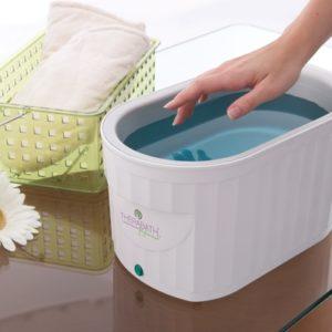 Rankų masažas ir šilto parafino terapija