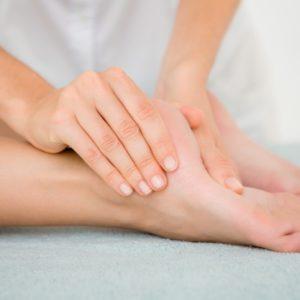 pėdų ir kojų masažas