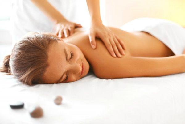 atpalaiduojantis galvos sprando ir pečių juostos masažas