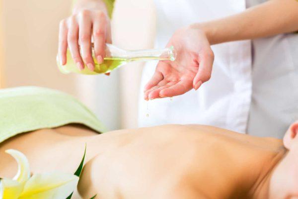 gydomasis masažas su mėtų eteriniu aliejumi