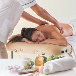 Gydomasis masažas sveikuolis su arbatmedžio aliejumi
